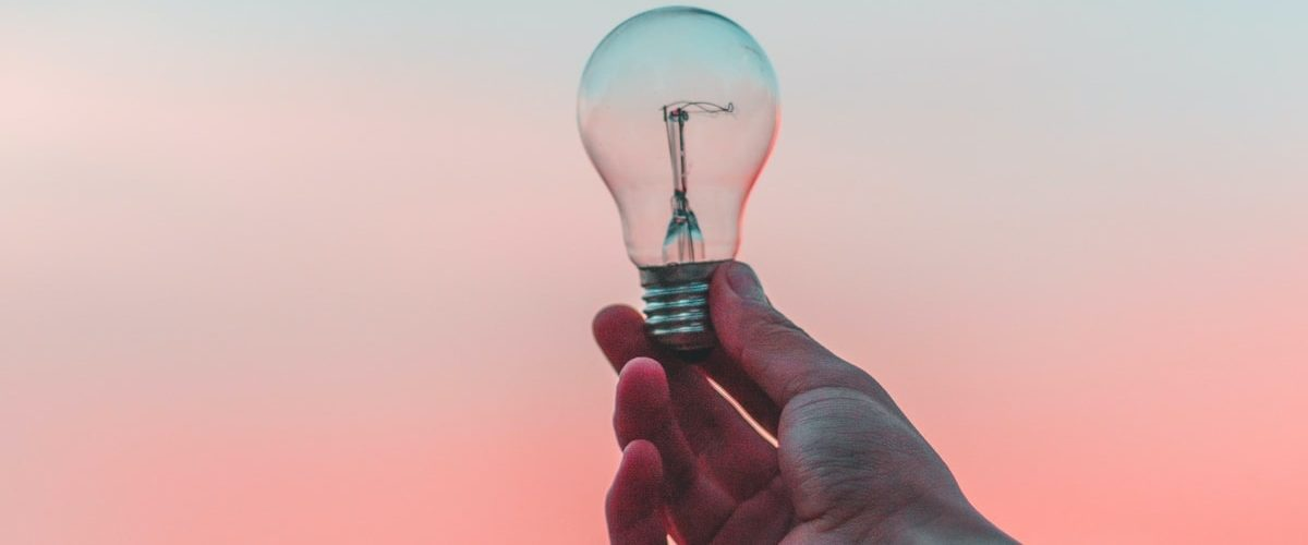 ampoule qui signifie l'idée - tech for good