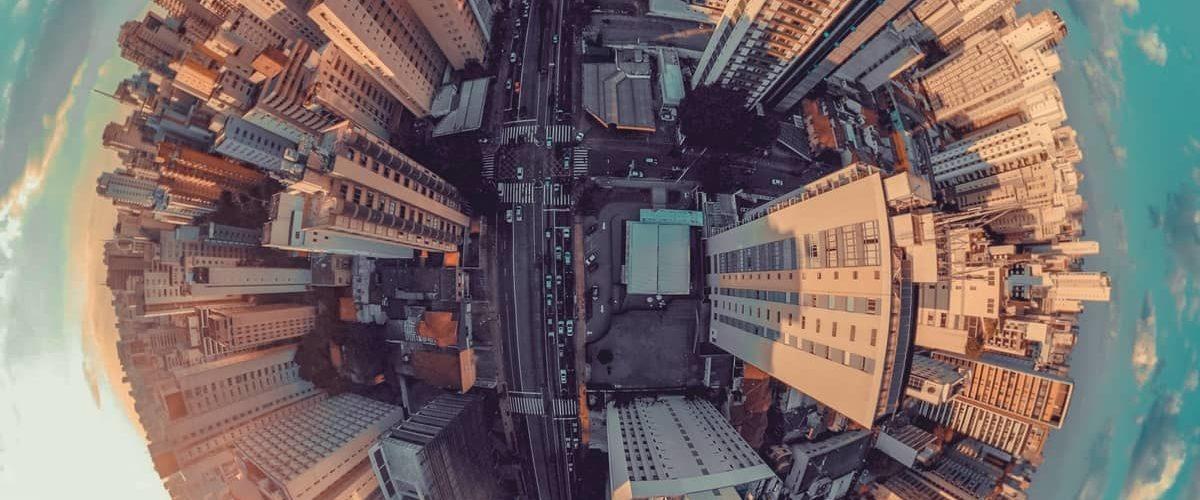 grand angle d'une ville, forme de planète