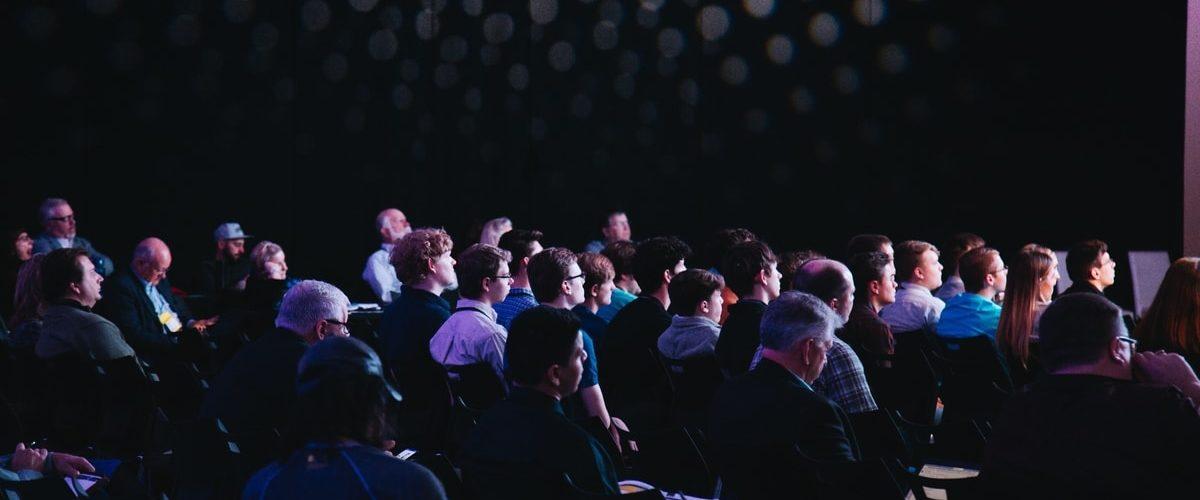 personne à un événement sur le numérique responsable