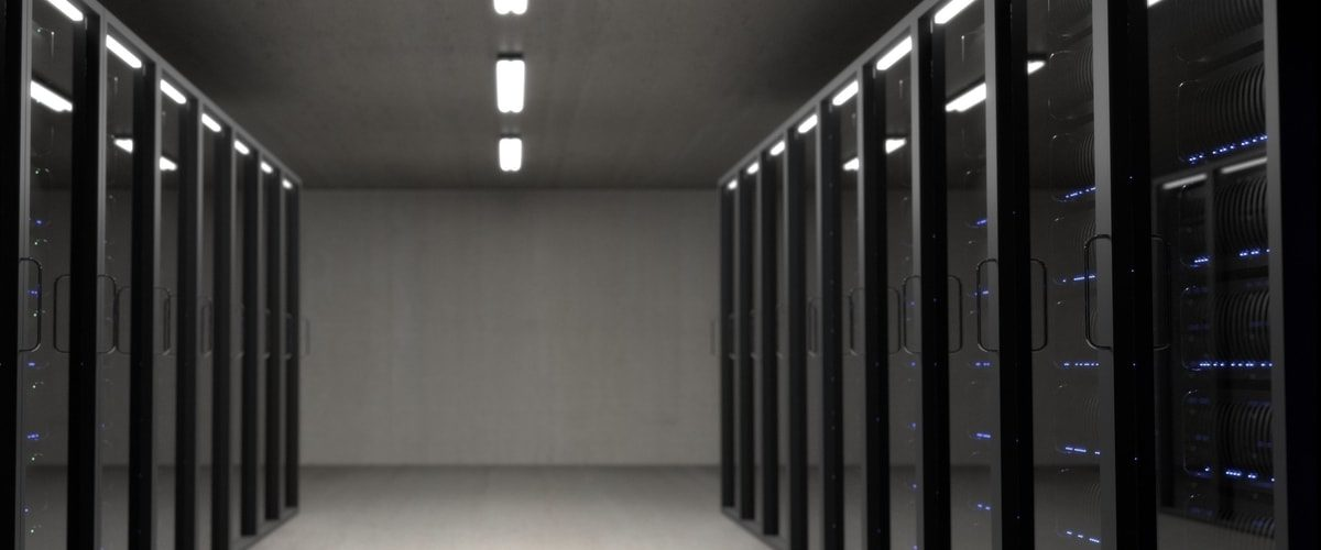 Rangée de serveurs dans un data center